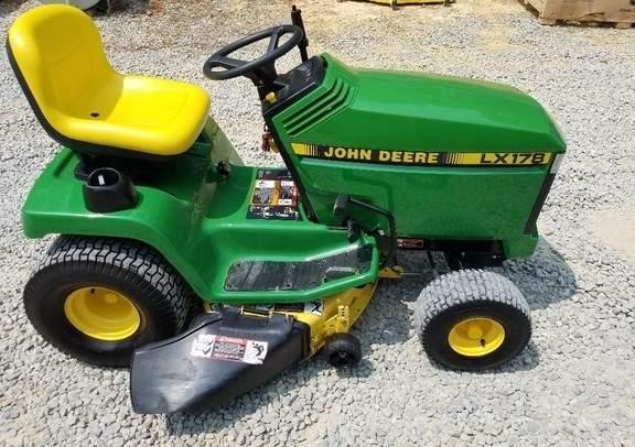 John Deere LX178 Lawn Tractor